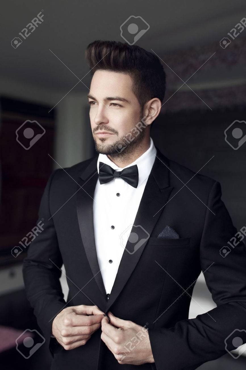 best authentic fe750 e6462 Sexy uomo celebrità moda in smoking al coperto