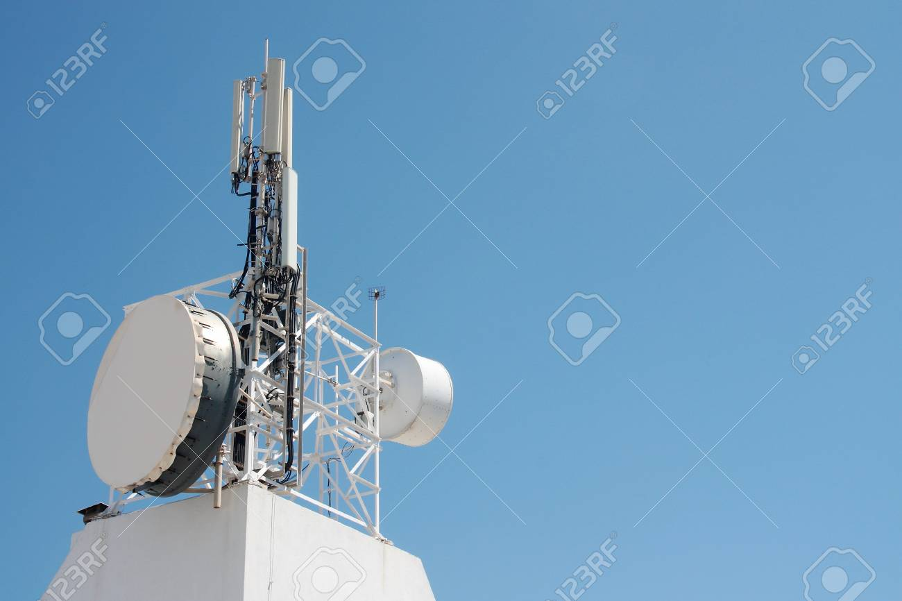 Communication antenna repeater mounted on a building