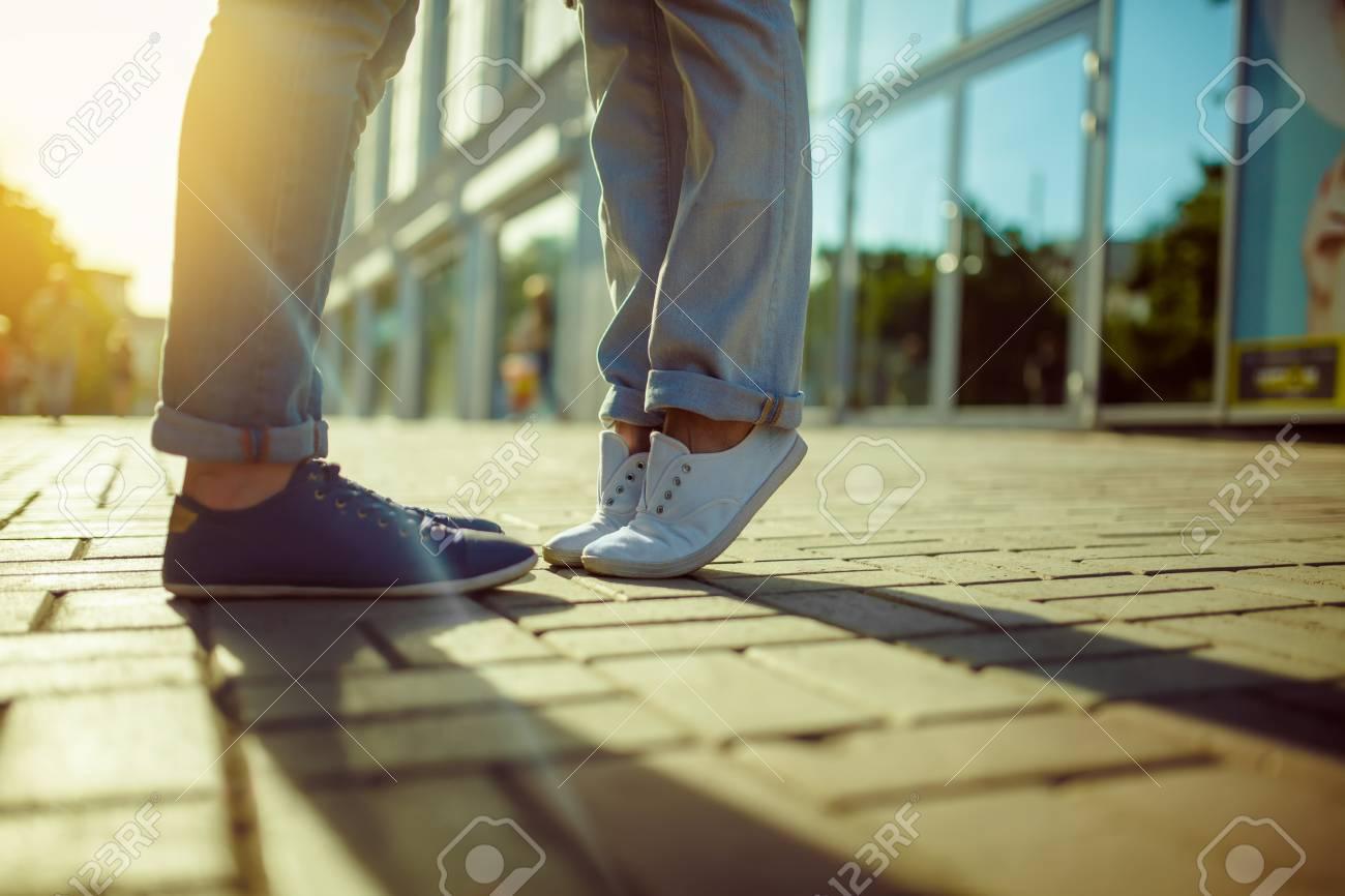 Mädchen Füße küssen Mädchen große füße