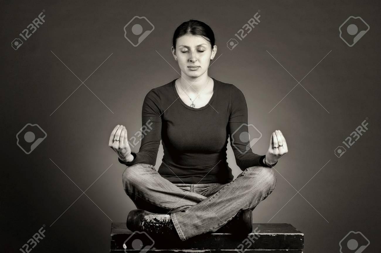 Beautiful girl practicing yoga Stock Photo - 12164731