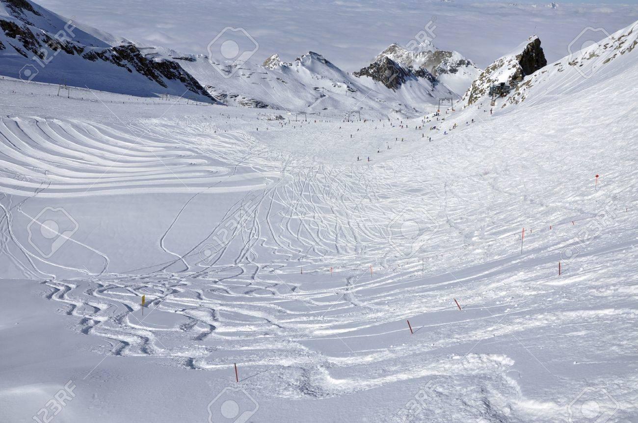 Slopes in Kitzsteinhorn ski resort near Kaprun, Austrian Alps Stock Photo - 12669079