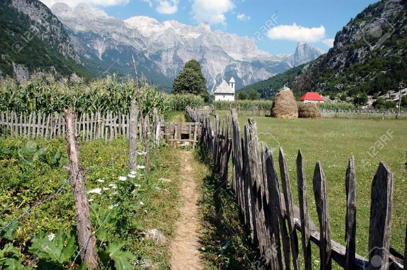 Theth village, Prokletije mountains in the Dinaric Alps, Albania Stock Photo - 14067134