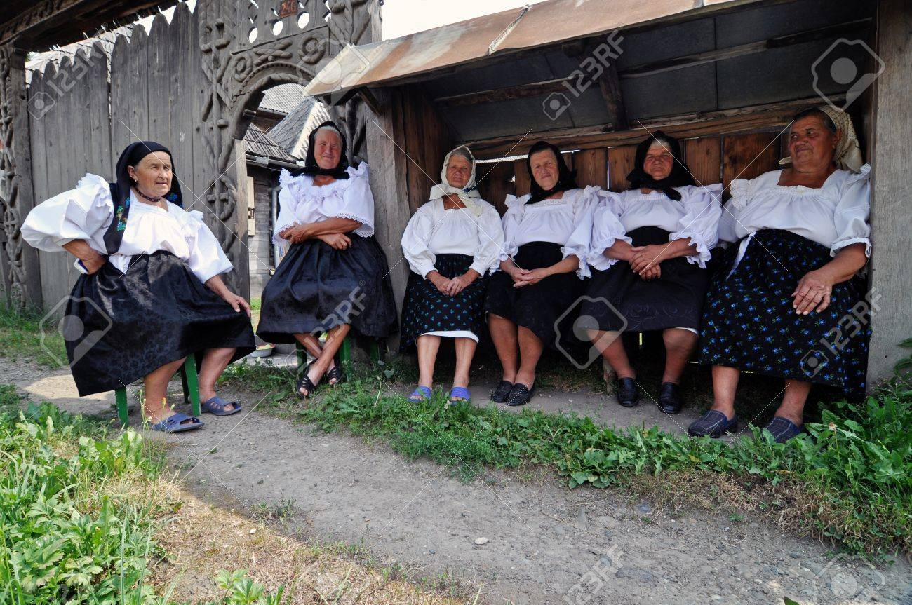 IEUD, ROMANIA - CCA. AUGUST, 2012: Celebration of a traditional Romanian wedding in traditional dresses at the Ieud Village Festival Days, at  August, 2012, in  Ieud, Maramures, Romania  Stock Photo - 16377946