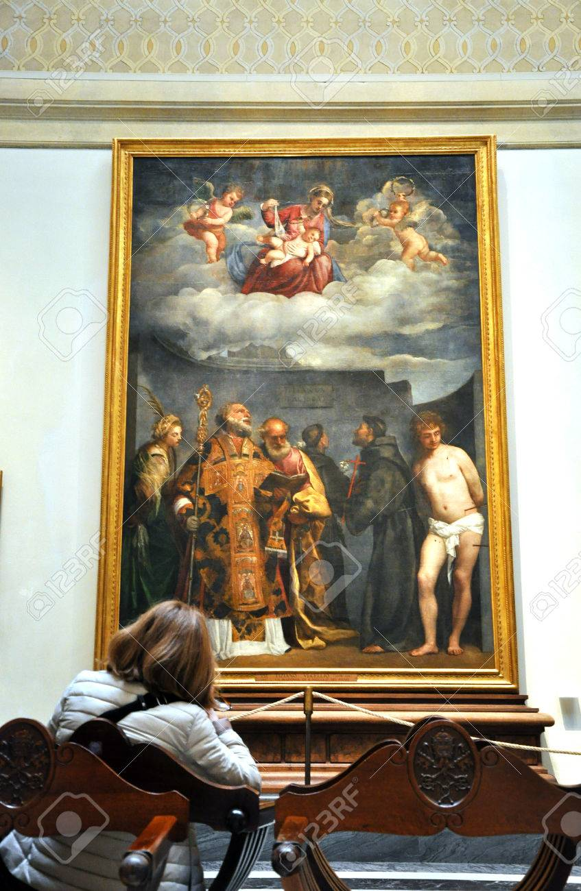 Vatican Italy March 15 2016 Tourists Visiting The Pinacoteca