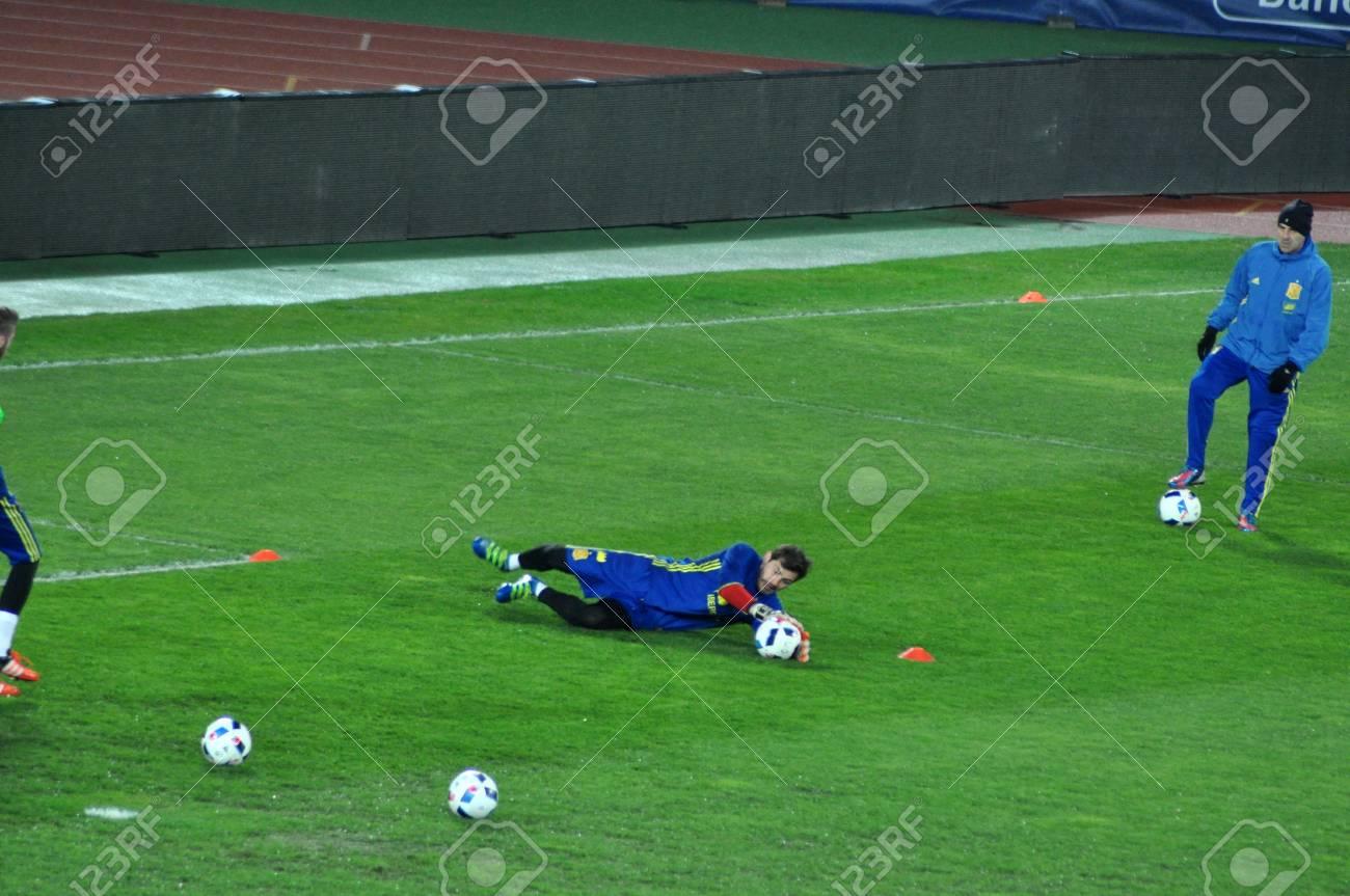 Cluj-Napoca, Rumania - 26 de marzo, 2016: El portero de España, Iker  Casillas juega durante la sesión de entrenamiento antes de la Rumanía -  partido