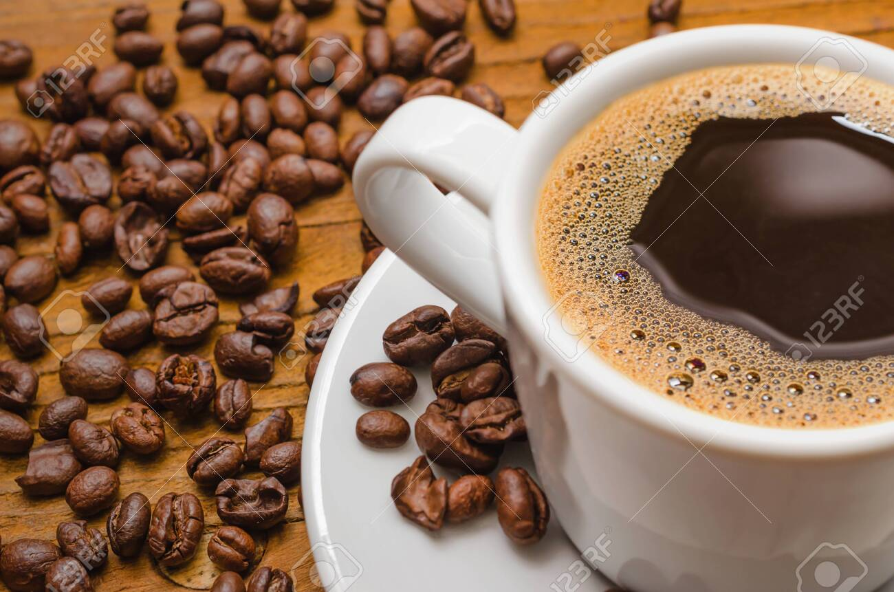 Coffee cup and coffee beans on table - 148335809