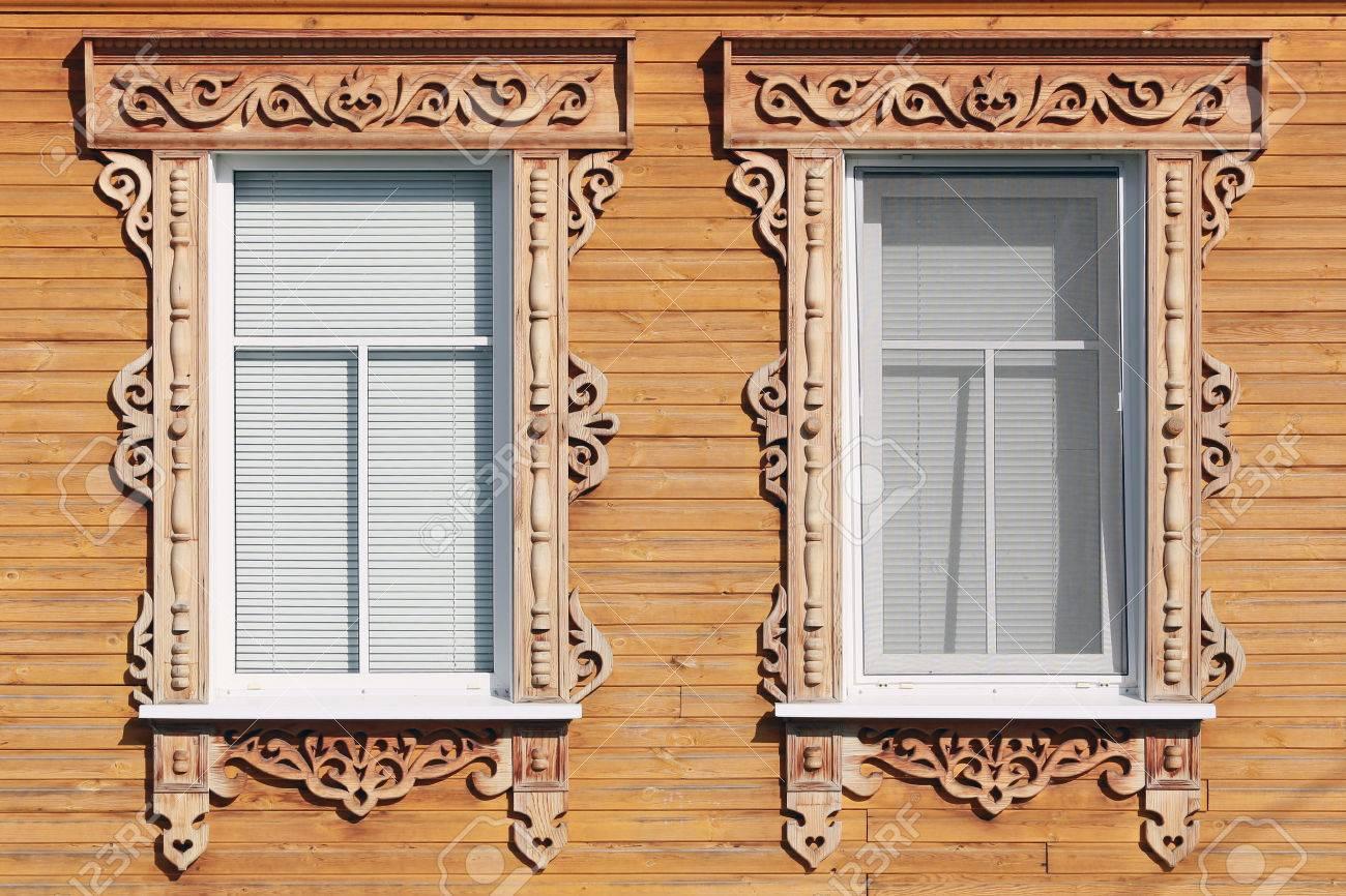 Nahaufnahme Eines Holzernen Landhaus Fenster Mit Geschnitzten Archi