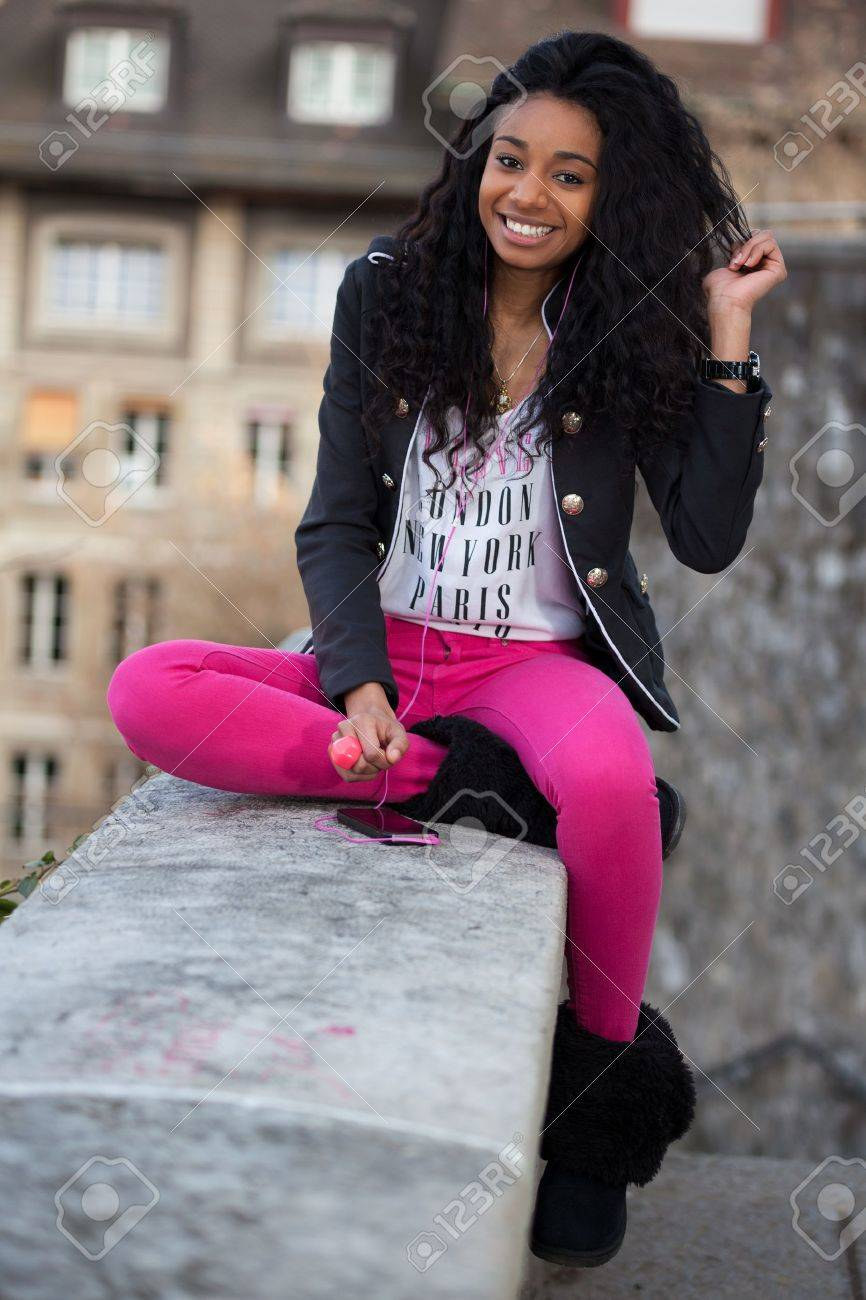 Outdoor of a  portrait happy young african american teenage girl listening to music Stock Photo - 12956958