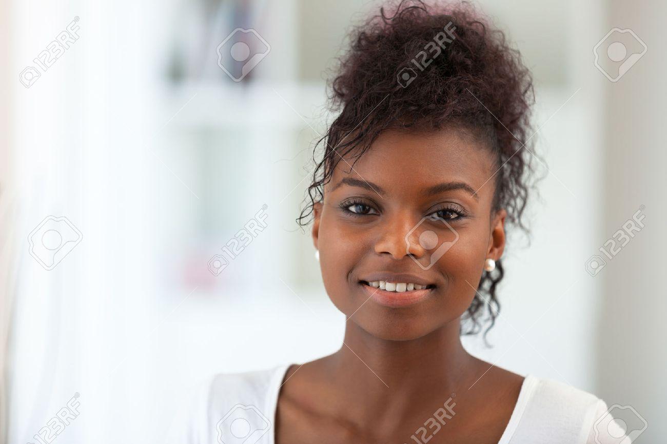 Beautiful African American woman portrait - Black people - 47287987