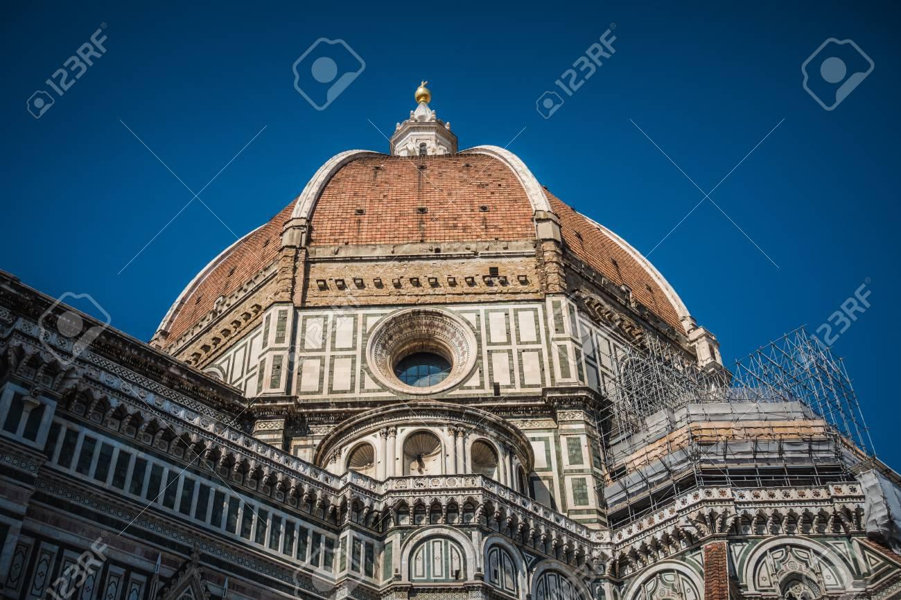 Cathédrale Santa Maria del Fiore à Florence, rénovation de façade, Italie. Banque d'images - 86938048