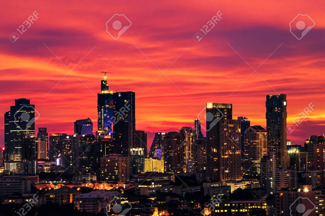 Cielo Rosso Di Notte.Immagini Stock Grandi Citta Con Edifici Alti Di Notte Il Cielo E