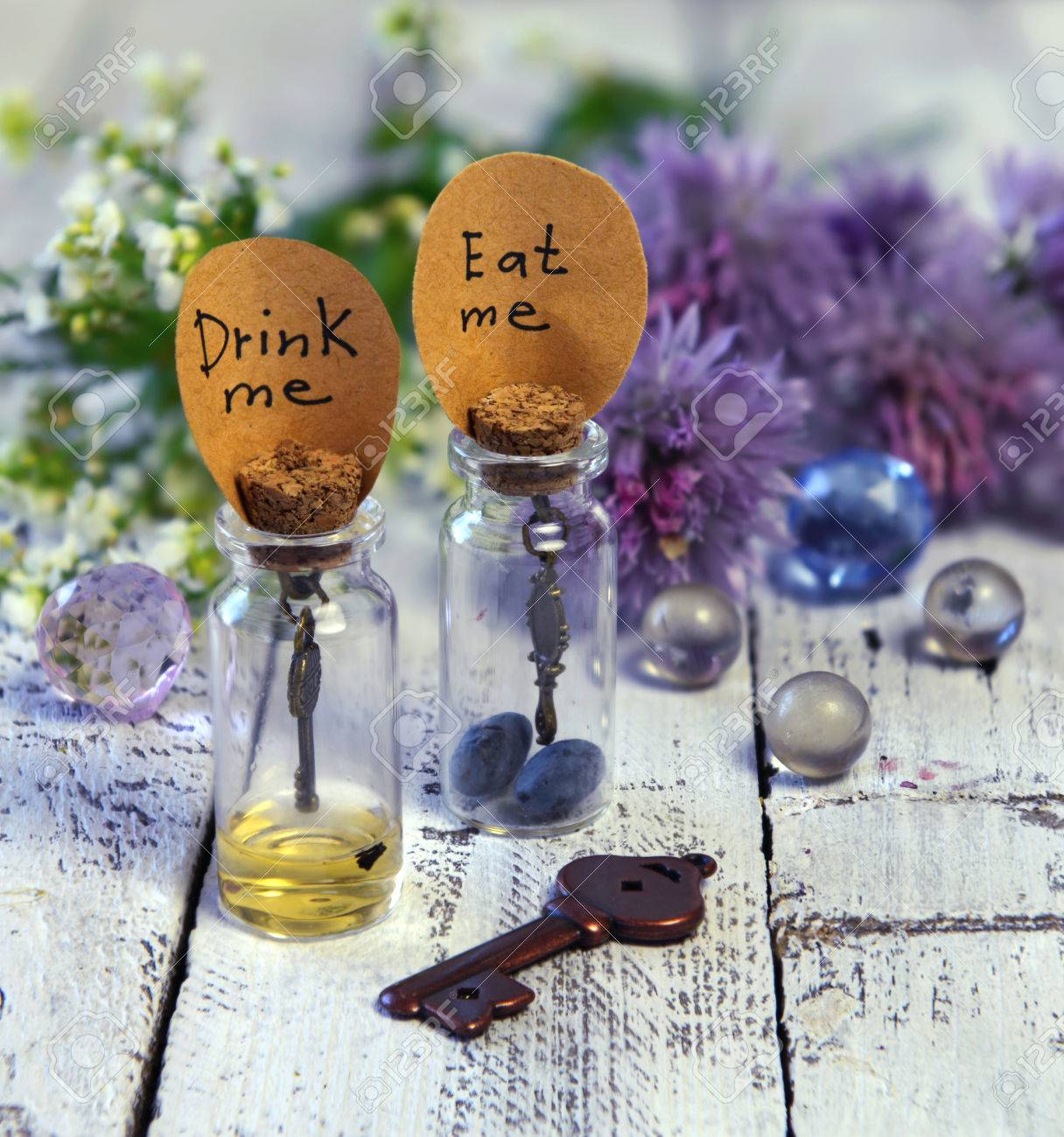 Gros Plan De Jolies Bouteilles Avec Des Etiquettes Me Mangent Et Me