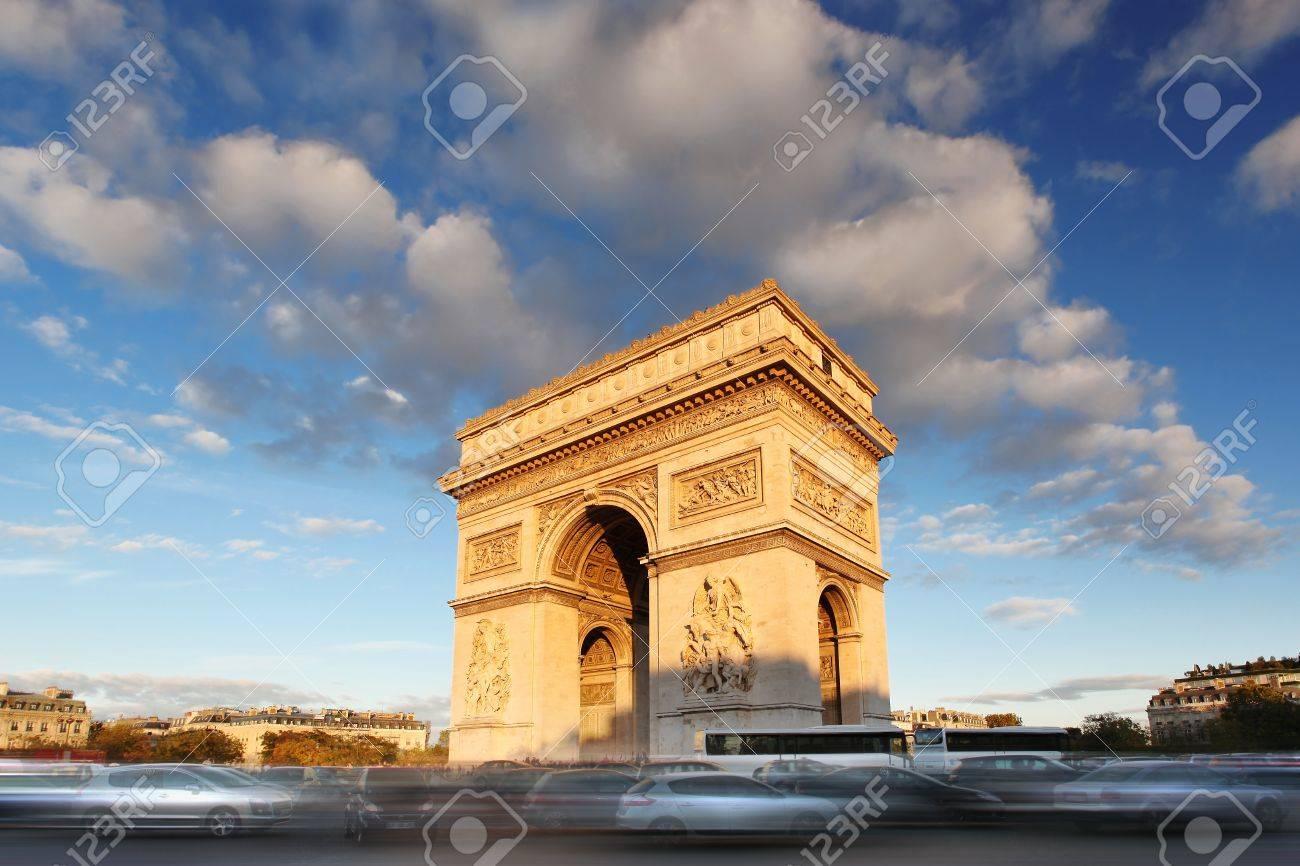 Famous Arc de Triomphe in Paris, France - 16430629