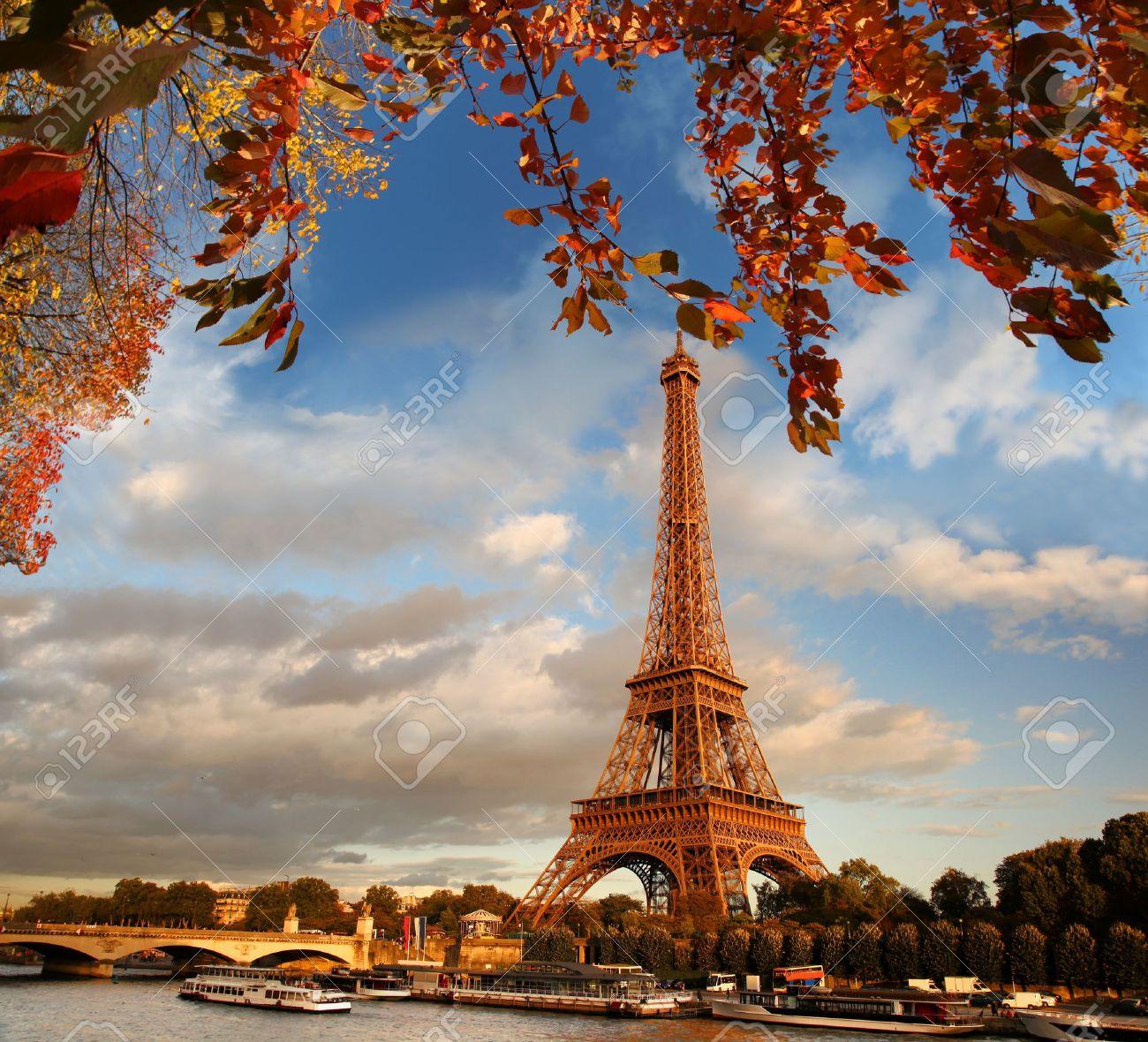 Eiffel Tower in autumn, Paris, France - 20923624