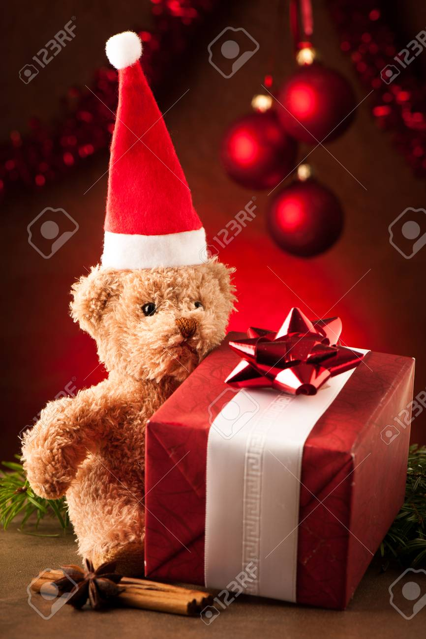 Teddy bear with red santa claus hat and christmas presents - 23160965