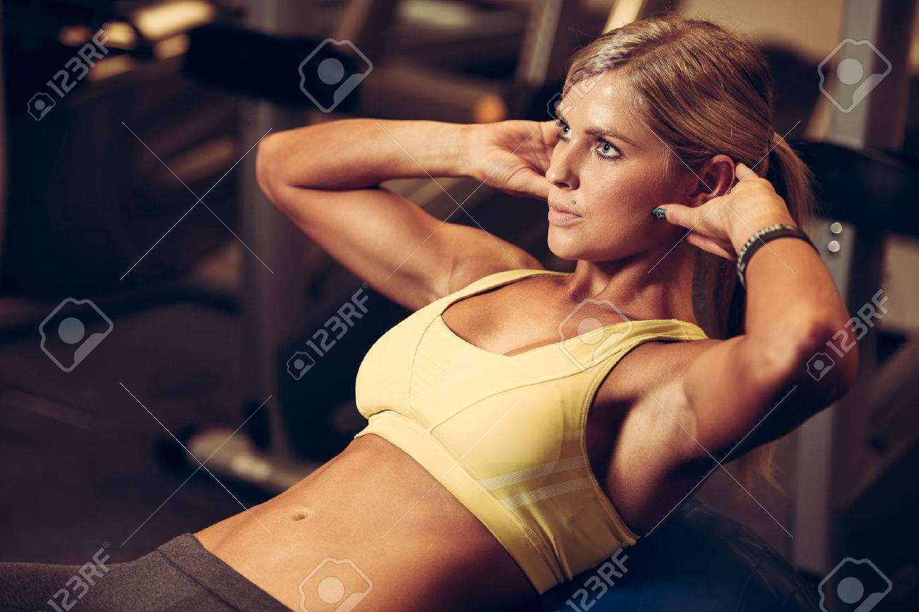 beautiful athletic woman working ab intervals Stock Photo - 33733931
