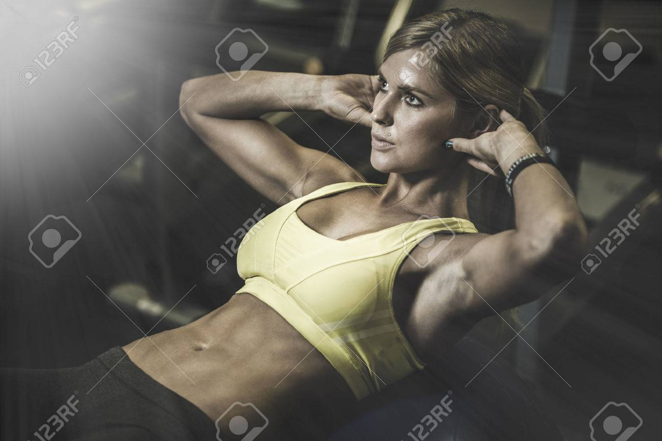 beautiful athletic woman working ab intervals in fitness Stock Photo - 35771312