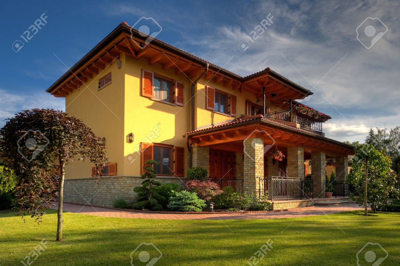 Big Family home with green gras and blue sky Stock Photo - 11440872