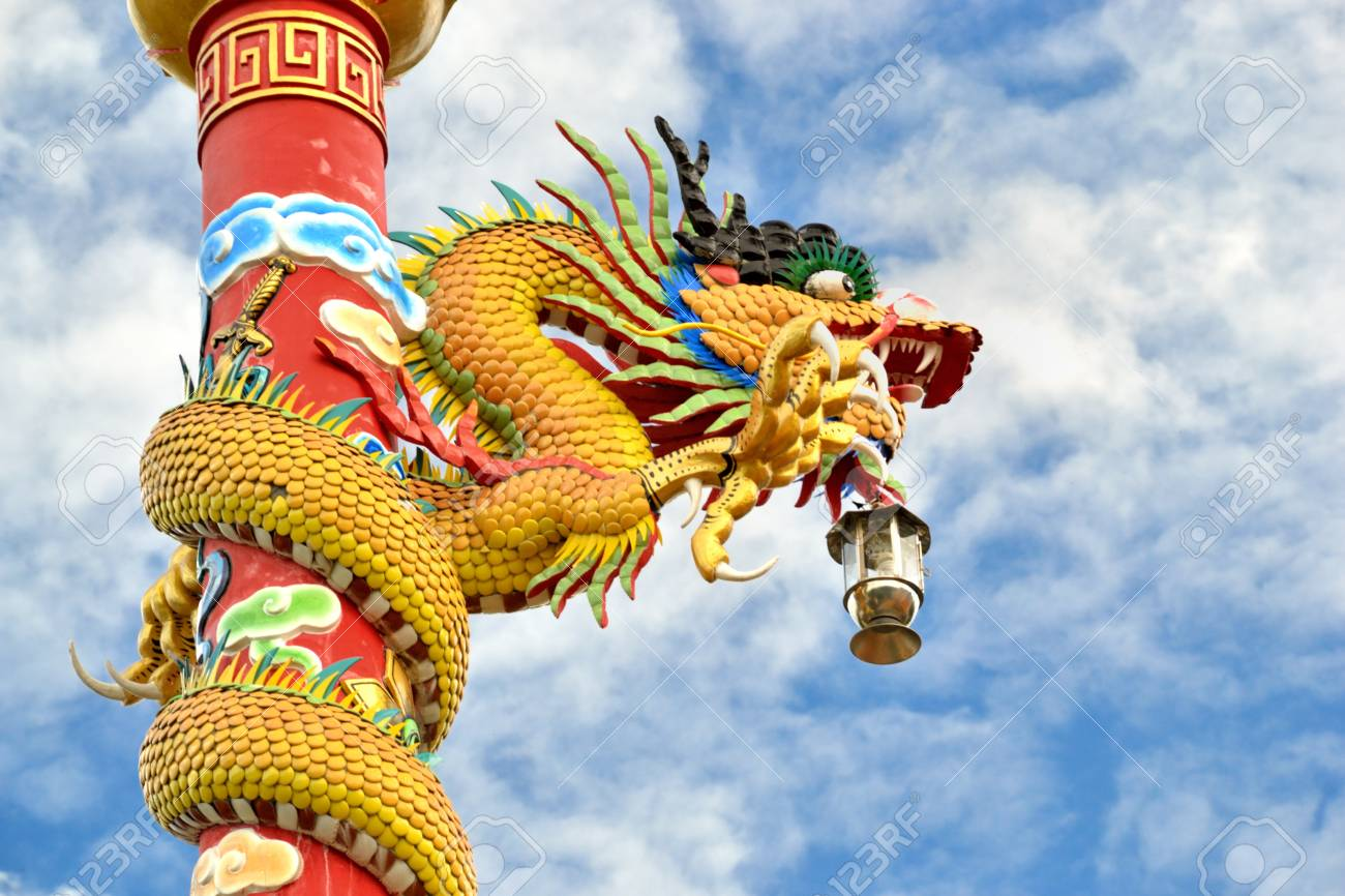 Dragon pilr in chinese temple against blue sky. Stock Photo - 11284971