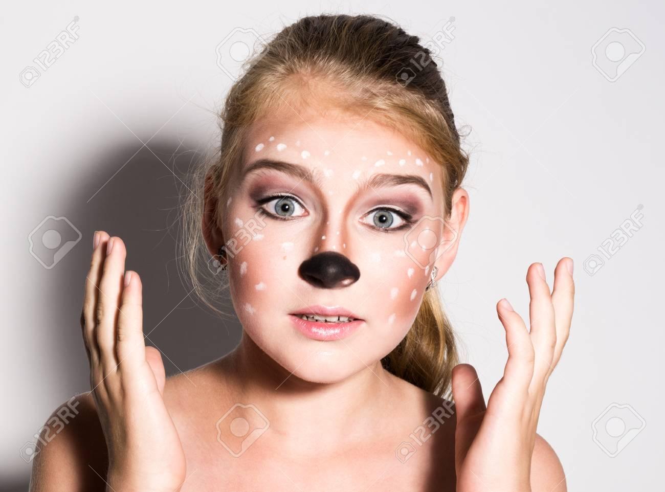 Belle Fille Avec Drole Maquillage Exprime Des Emotions Differentes Image Drole De Belle Jolie Fille Banque D Images Et Photos Libres De Droits Image 60570909