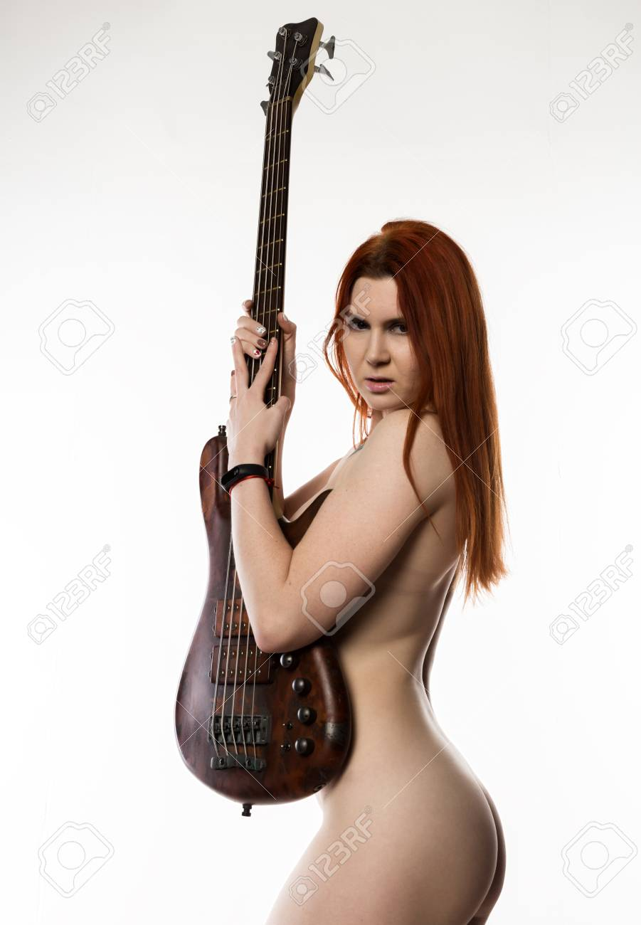 Nude woman and guitar foto 837
