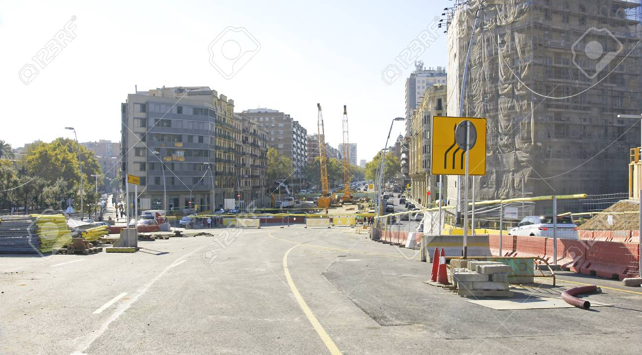 Works in the square of Les Glories of Barcelona - 78212603