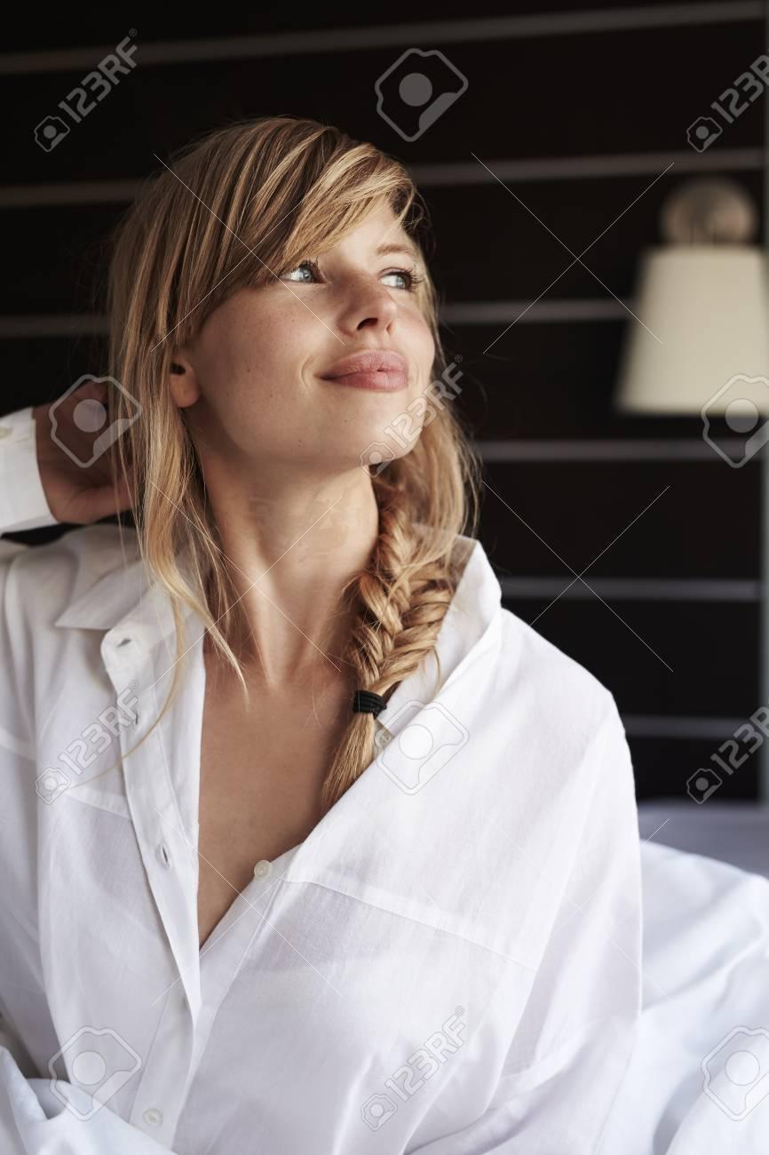 Femme Au Reveil belle femme réveil matin banque d'images et photos libres de droits