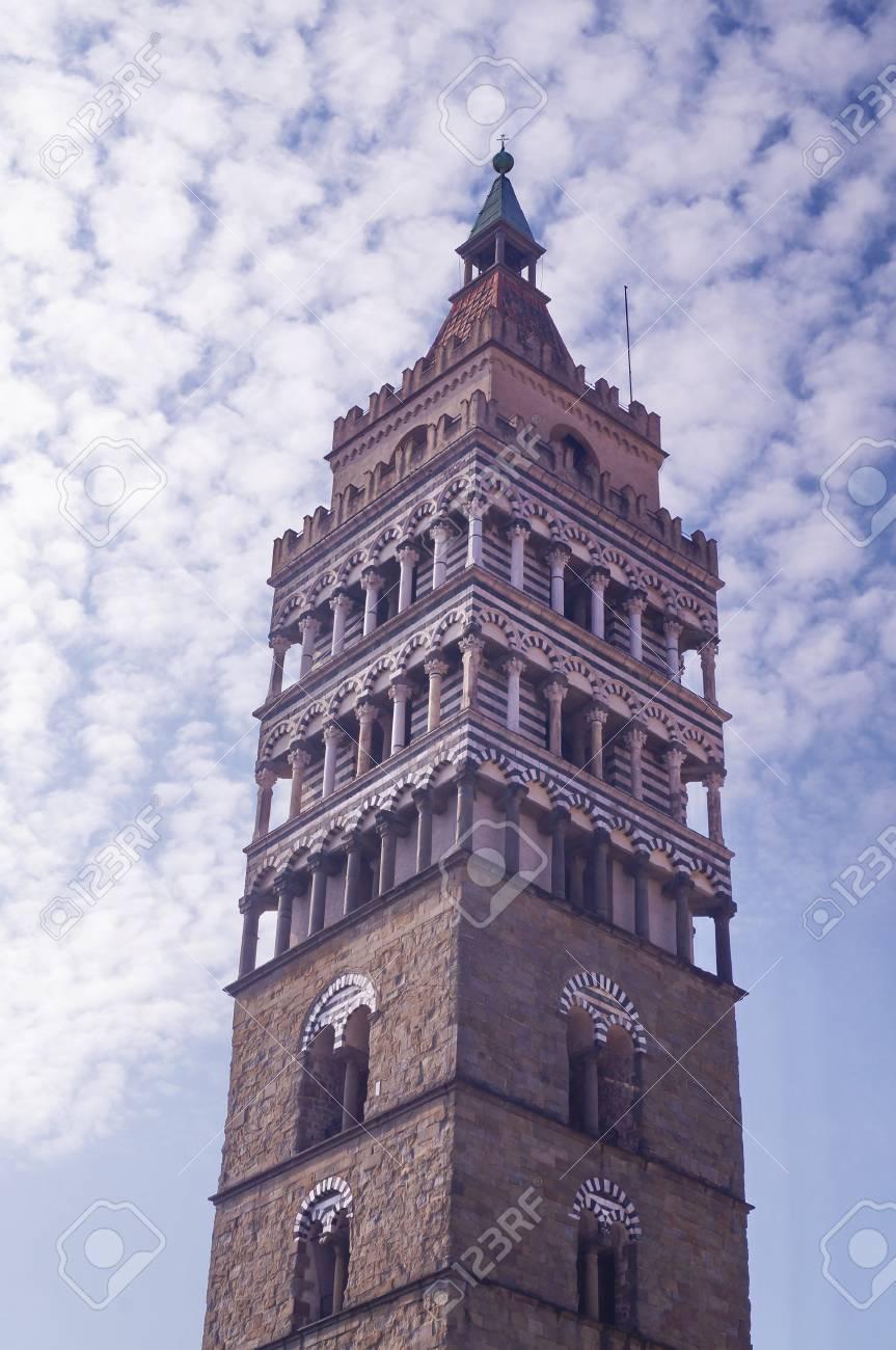 聖ゼノ大聖堂、ピストイア; の鐘...