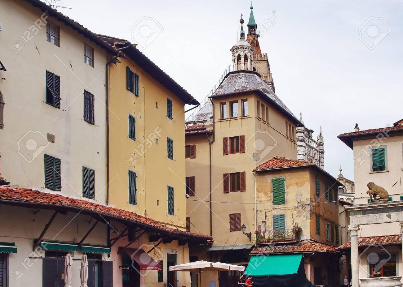舎広場、ピストイア (イタリア) ...