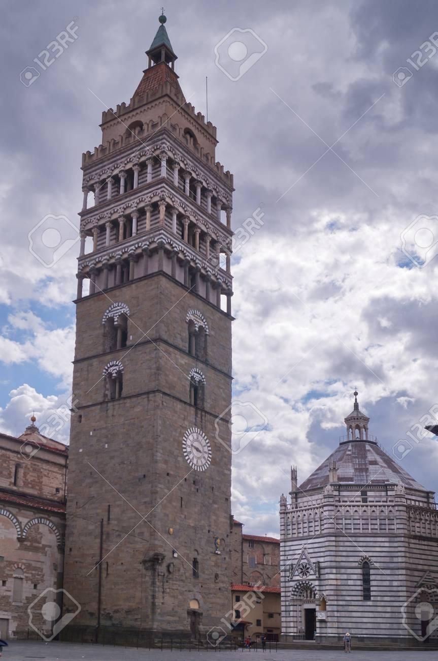 ベル タワー、聖ゼノ大聖堂とピ...