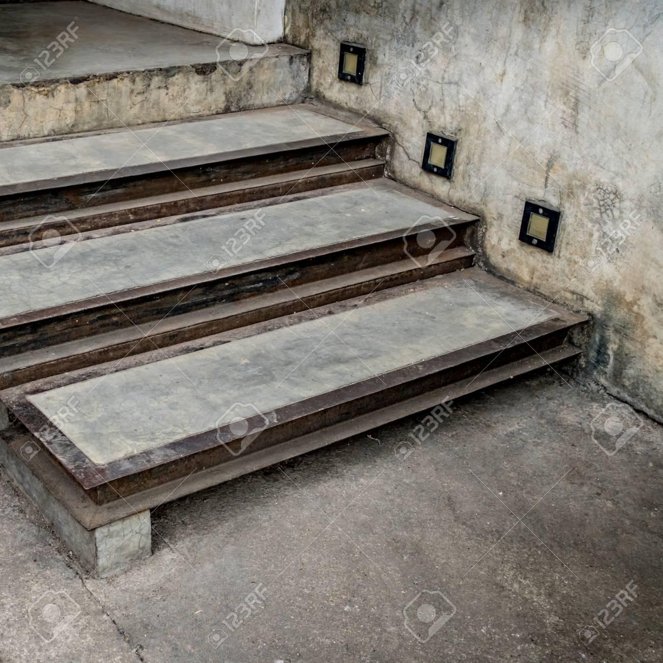 Escalier Beton Exterieur Prix ancien escalier extérieur en béton avec lampe latérale