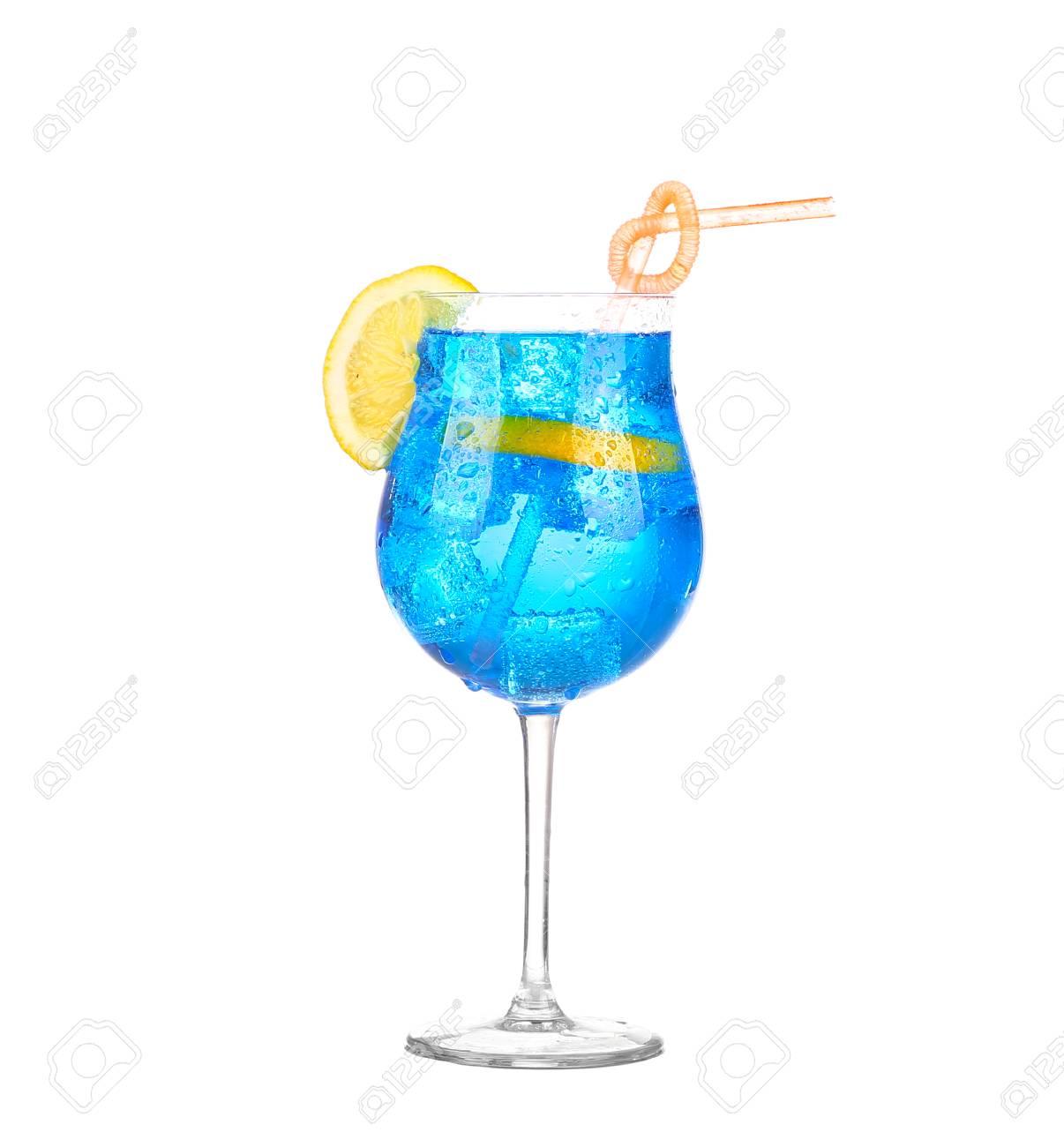 Blau Getränke Whit Sparkllng Soda Und Eis Im Glas Isoliert Auf Weiß ...