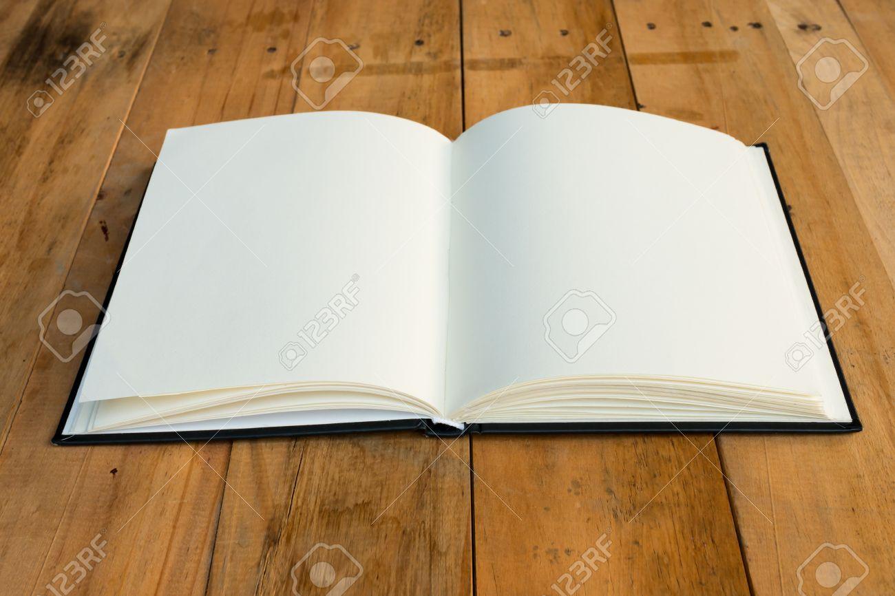 37386675-libro-abierto-con-p%C3%A1ginas-en-blanco-sobre-la-mesa-de-madera.jpg
