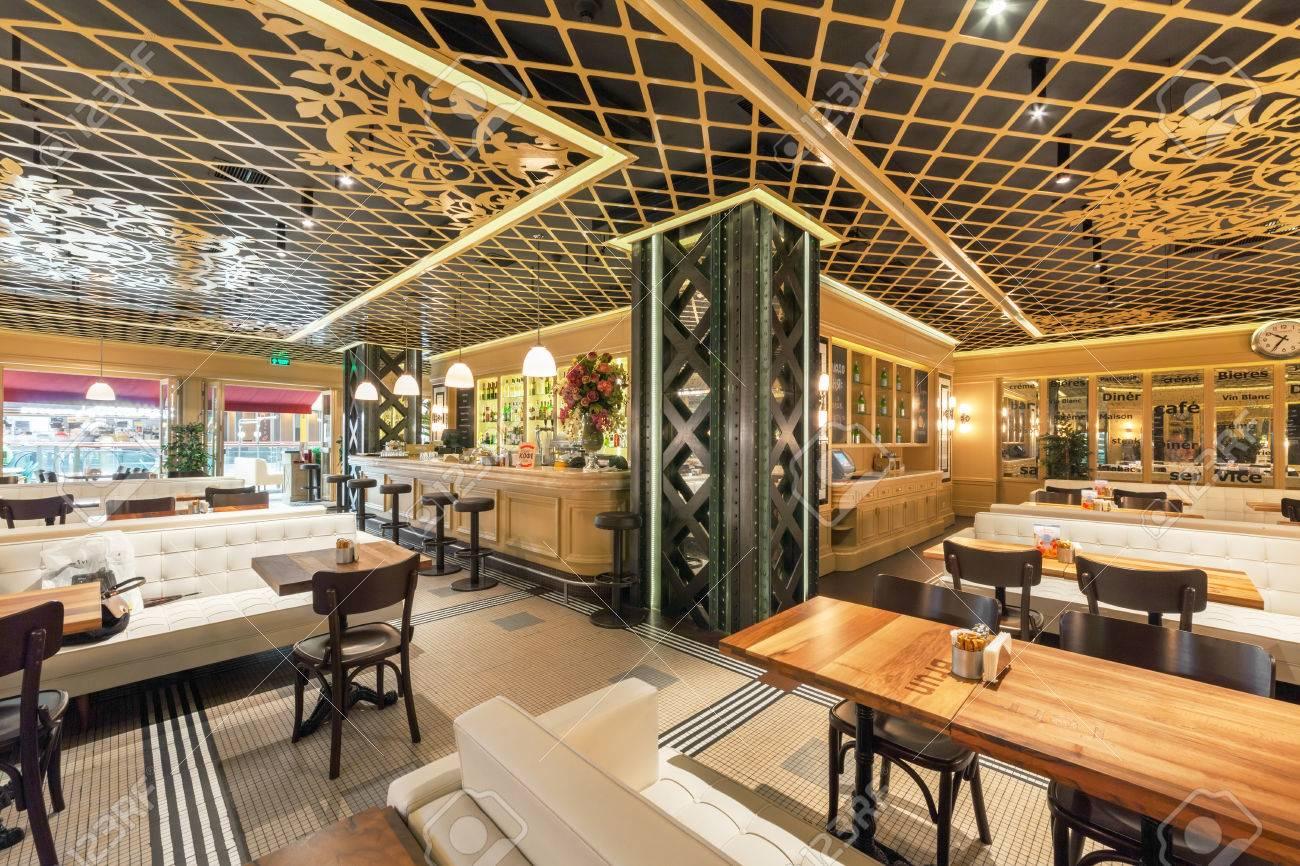 MOSCÚ - AGOSTO DE 2014: Interior De Un Restaurante De Cadena Turco ...