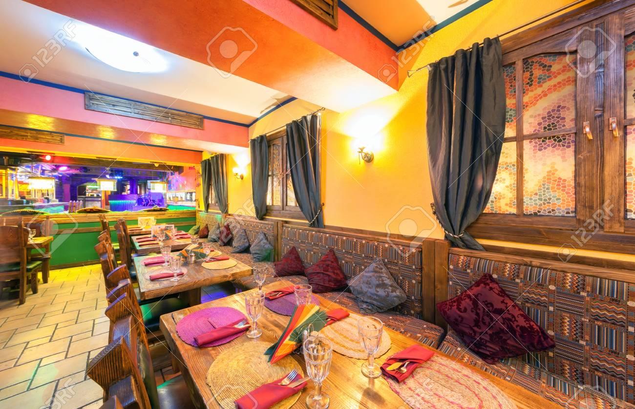 MOSCÚ - AGOSTO DE 2014  Interior Del Restaurante Mexicano Del Club Nocturno