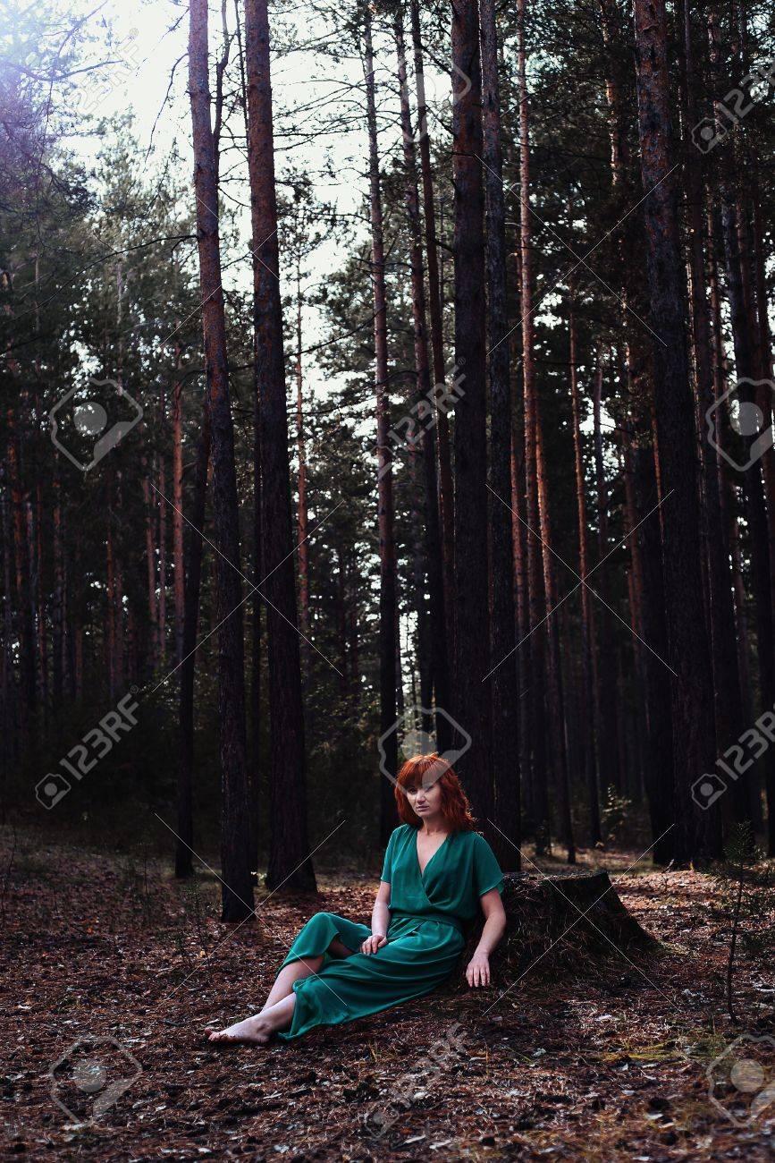 https://previews.123rf.com/images/sapunovaphoto/sapunovaphoto1702/sapunovaphoto170200071/71745915-rothaarige-m%C3%A4dchen-im-wald-fantasie-konzept.jpg