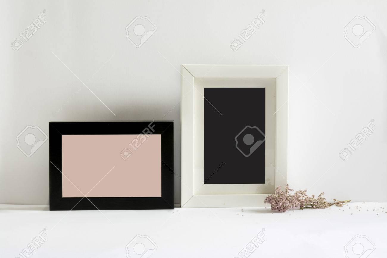 Marcos De Cuadros Vacíos, Decorado Con Flores De Color Rosa, Fondo ...