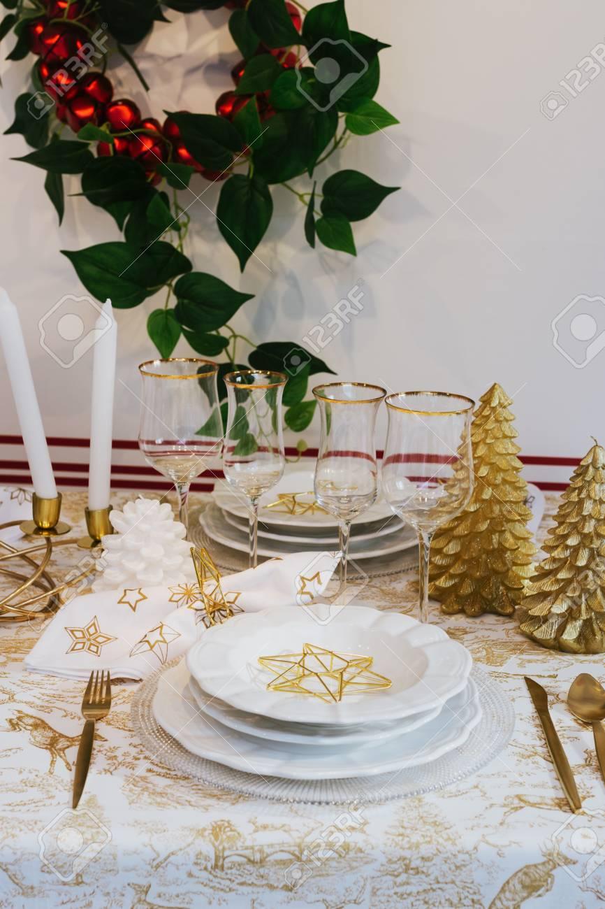 Elegante Tischdekoration Von Weihnachten Gold Und Weiss Dekoration