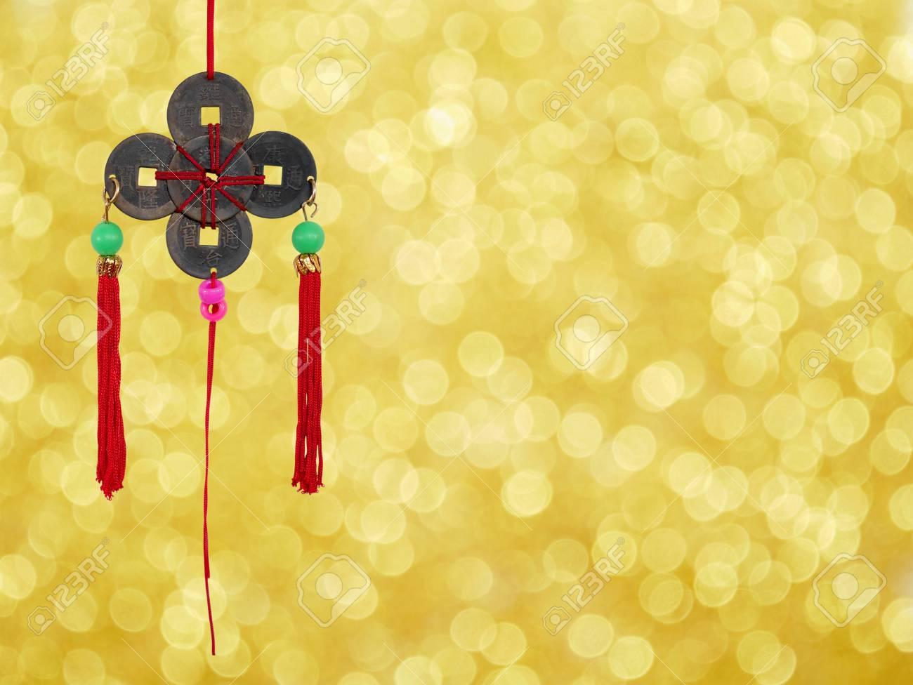 Chinesische Münzen Glücksbringer Auf Gold Bokeh Hintergrund Für