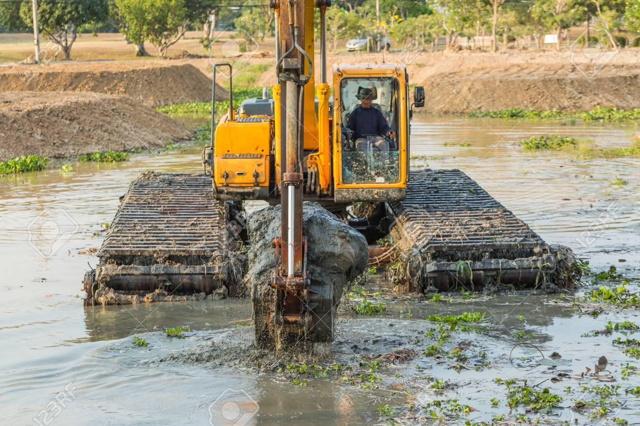 CHONBURI , THAILAND - MARCH 16 ,2016 : The dirty backhoe working