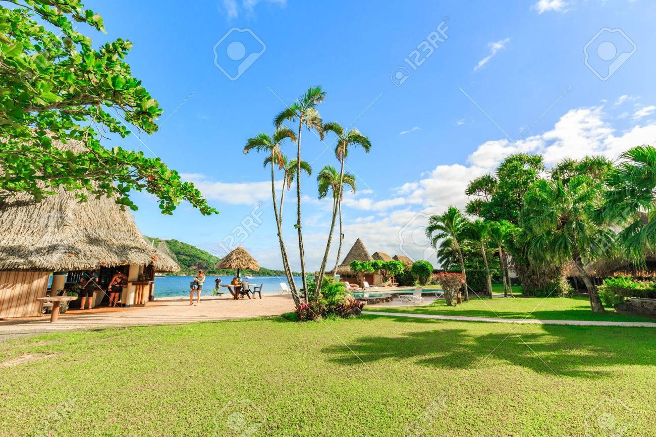 https://previews.123rf.com/images/sarayuth3390/sarayuth33901706/sarayuth3390170600095/81464168-papeete-polinesia-francese-28-giugno-2017-il-bei-mare-e-localit%C3%A0-di-soggiorno-nell-isola-di-moorea-.jpg