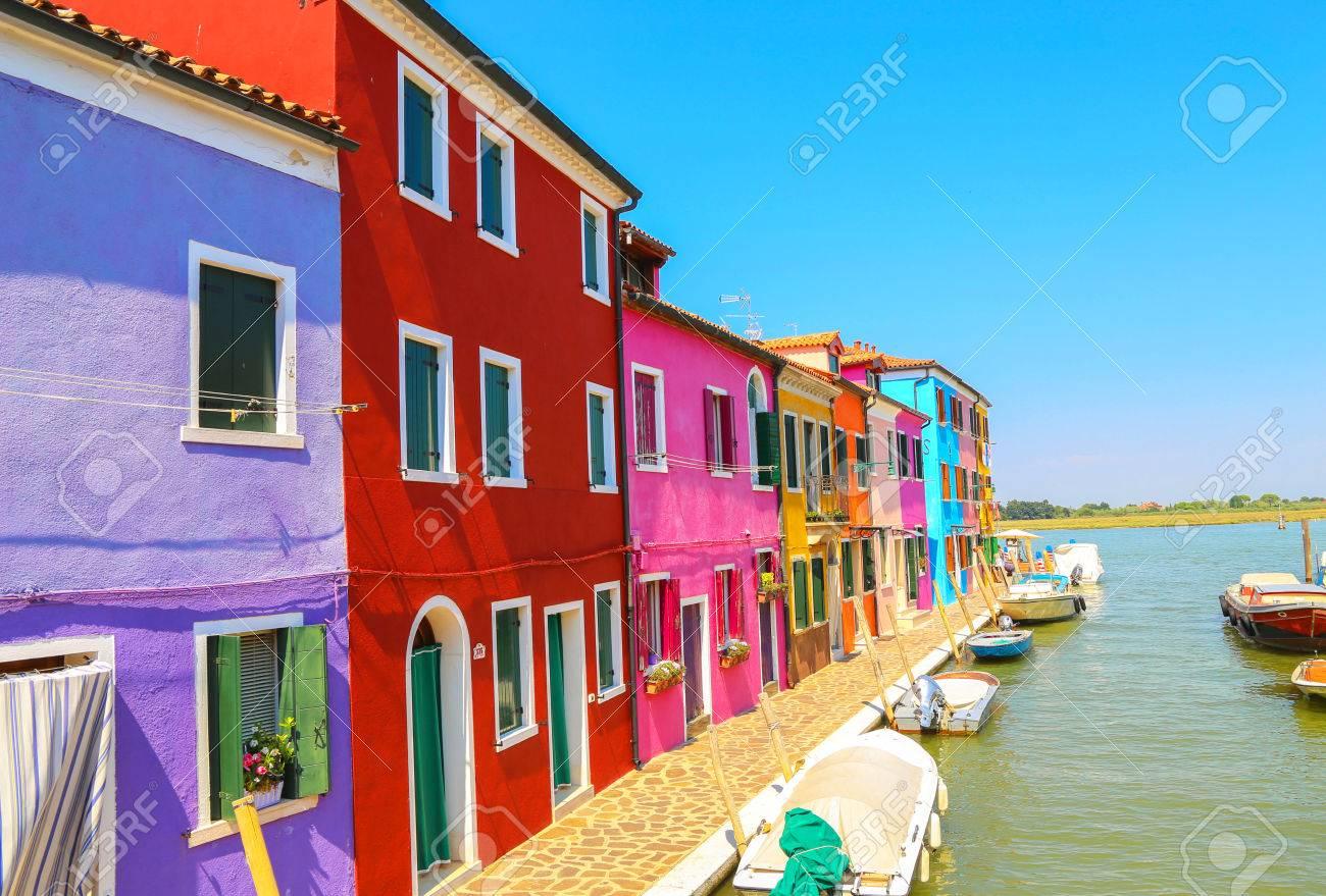 Huizen In Italie : Venice oriëntatiepunt burano eiland kanaal kleurrijk huizen