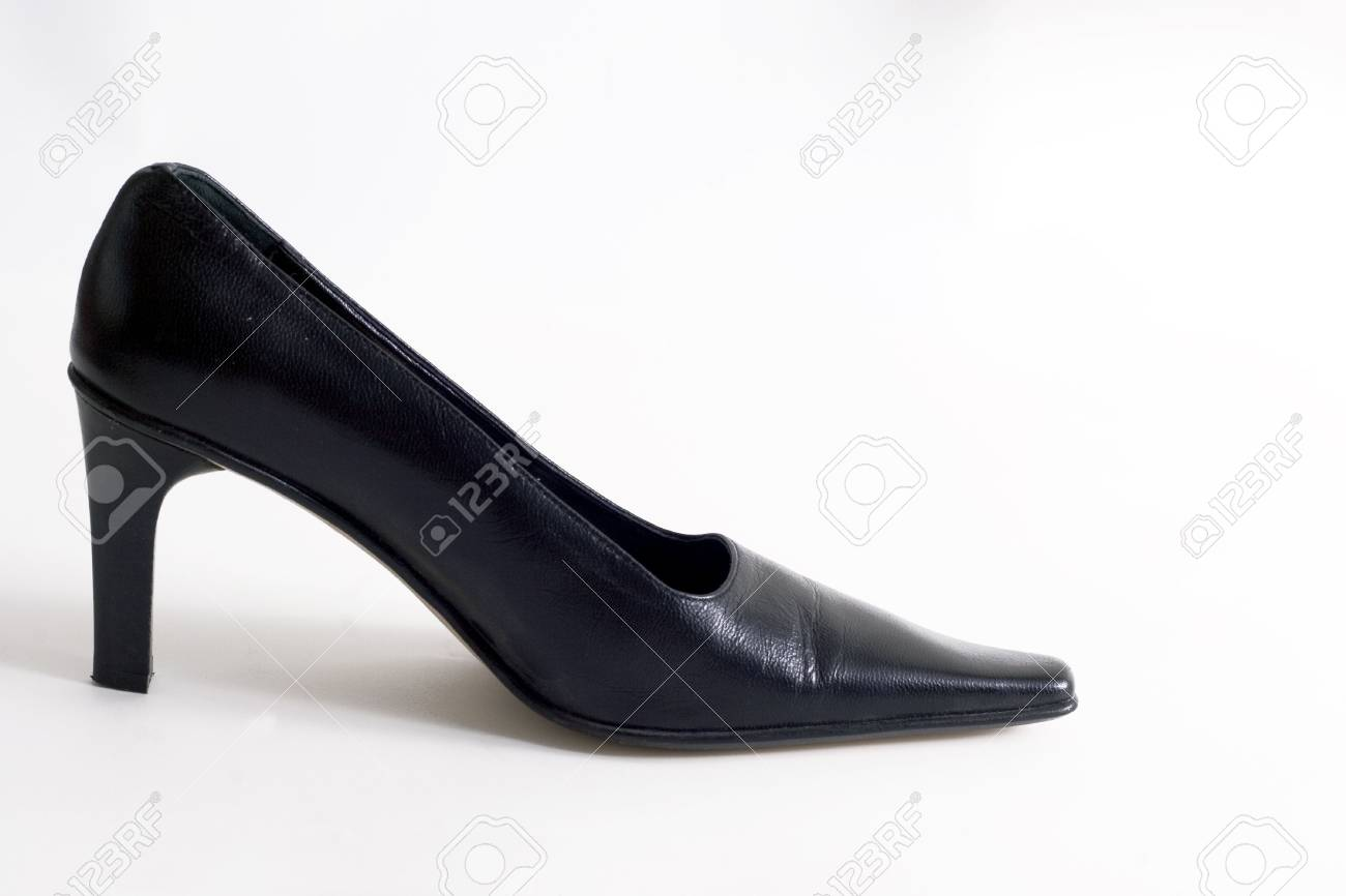 193057f0bc40d3 Schwarze hohe Schuhe Ferse auf weißem Hintergrund Standard-Bild - 798079