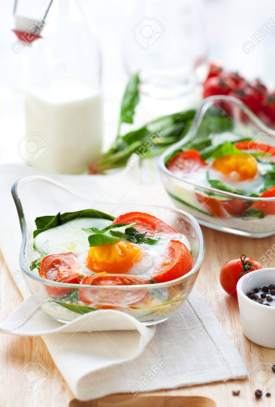 Baked egg with tomatoes,spinach and toast Stock Photo - 8753100