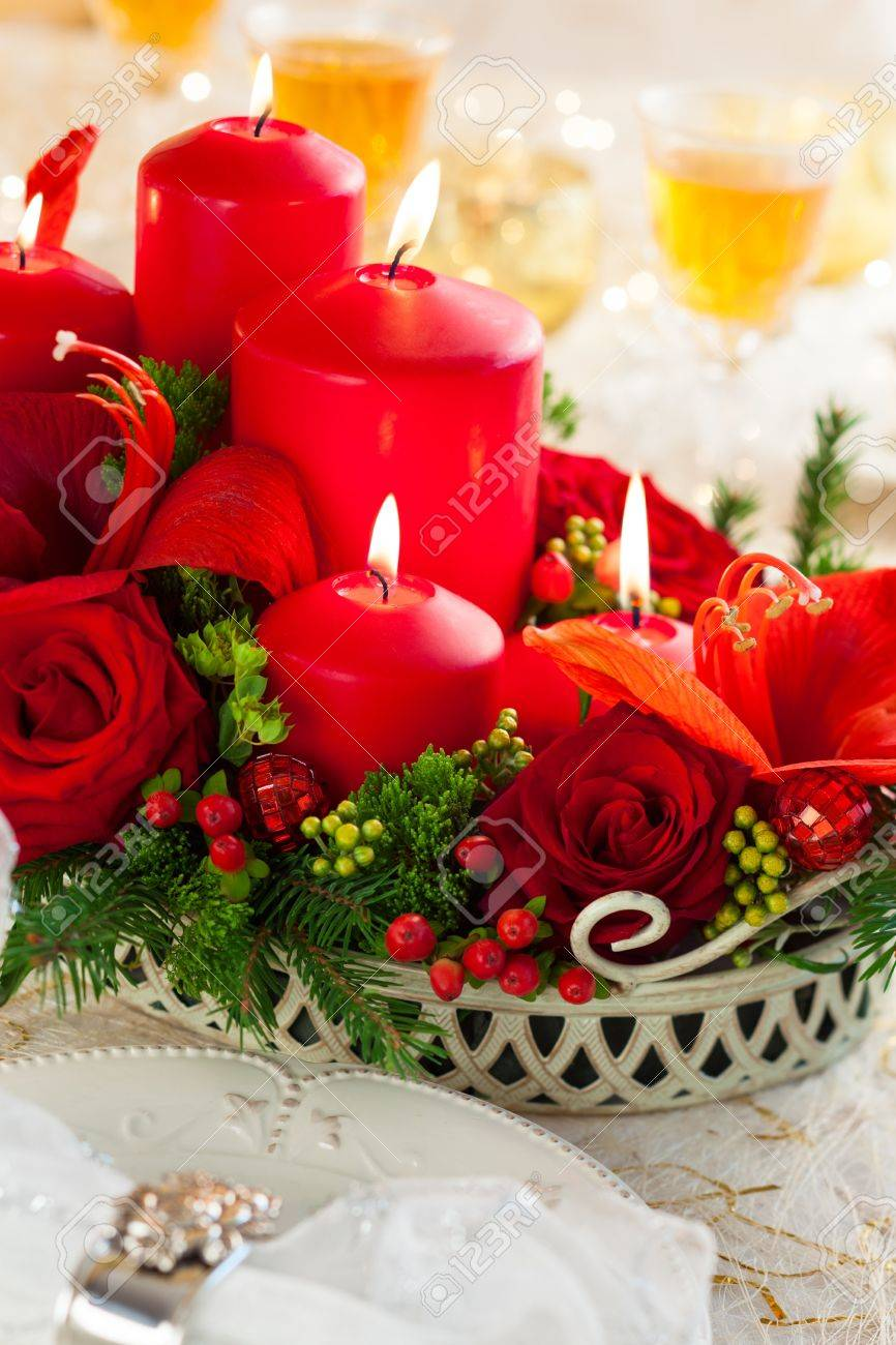 Christmas Table Arrangements Flowers.Christmas Table Decoration With Flowers And Candles