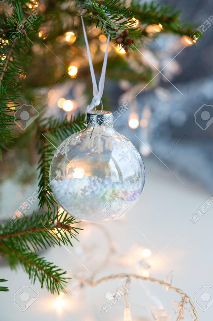 Rbol De Navidad Con Bolas De Navidad Transparentes Fotos Retratos - Bolas-de-navidad-transparentes