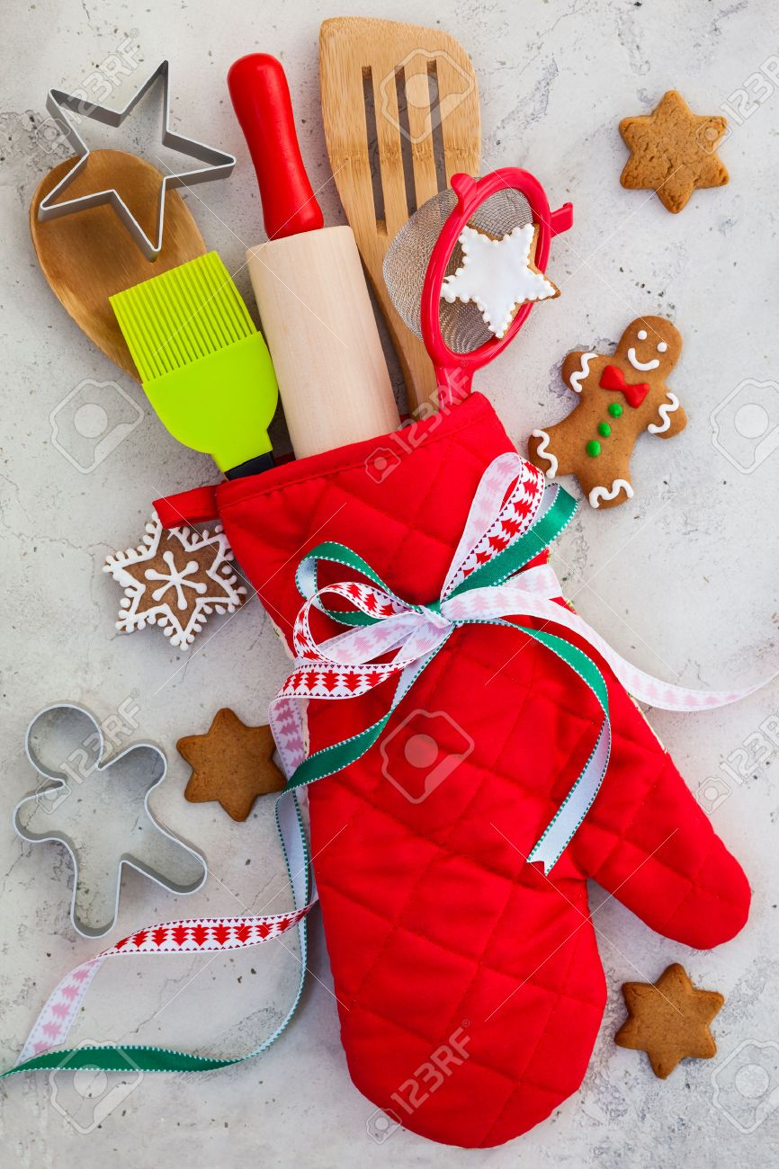 christmas gift wrapping idea with oven mittkitchen utensils and cookies stock photo 31913367