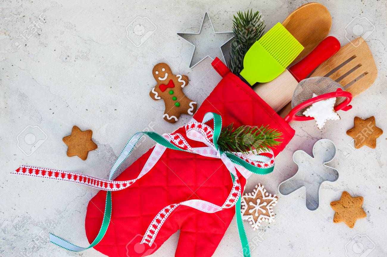christmas gift wrapping idea with oven mittkitchen utensils and cookies stock photo 31913369
