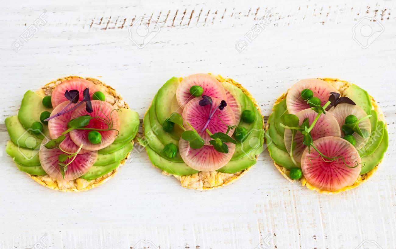 Bio Quinoa Kuchen Mit Avocado Und Wassermelone Rettich Zum Fruhstuck