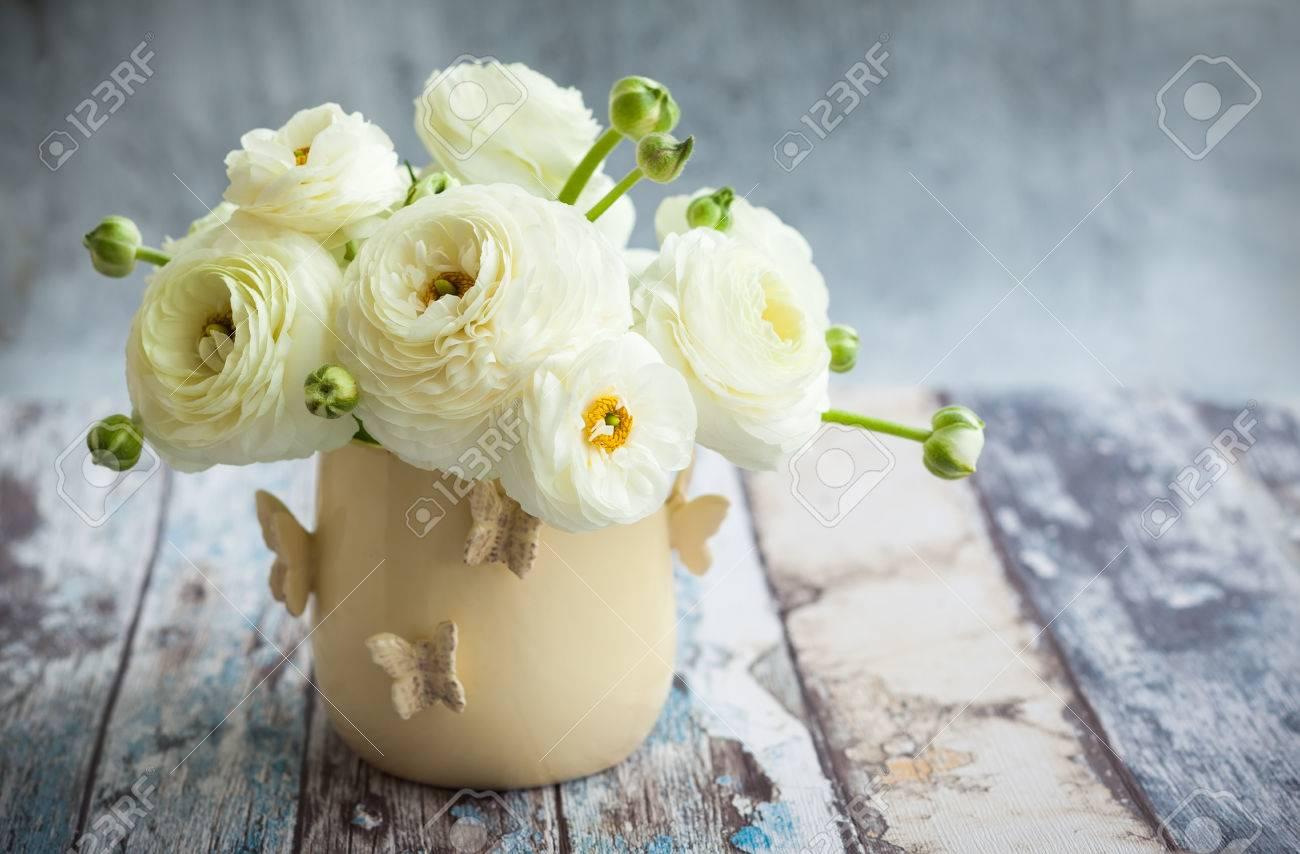 Bouquet of white ranunculus - 57092305